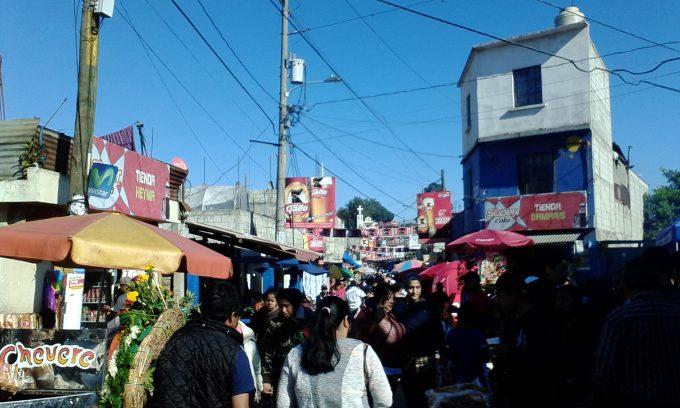 グアテ死者の日混雑